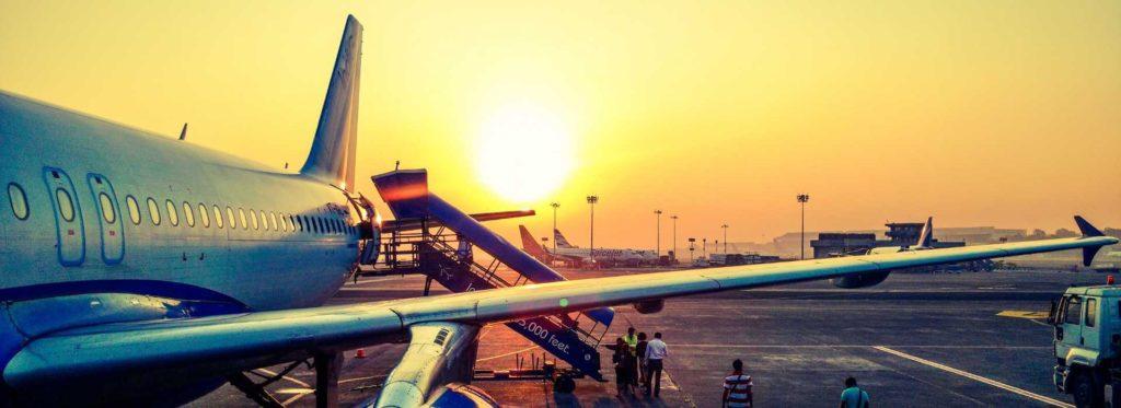 מטוס חונה בשדה התעופה