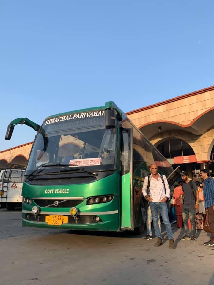 אוטובוס תיירים בהודו