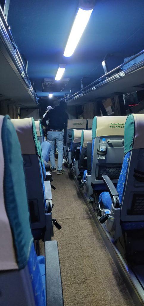 אוטובוס סמי-סליפר בהודו