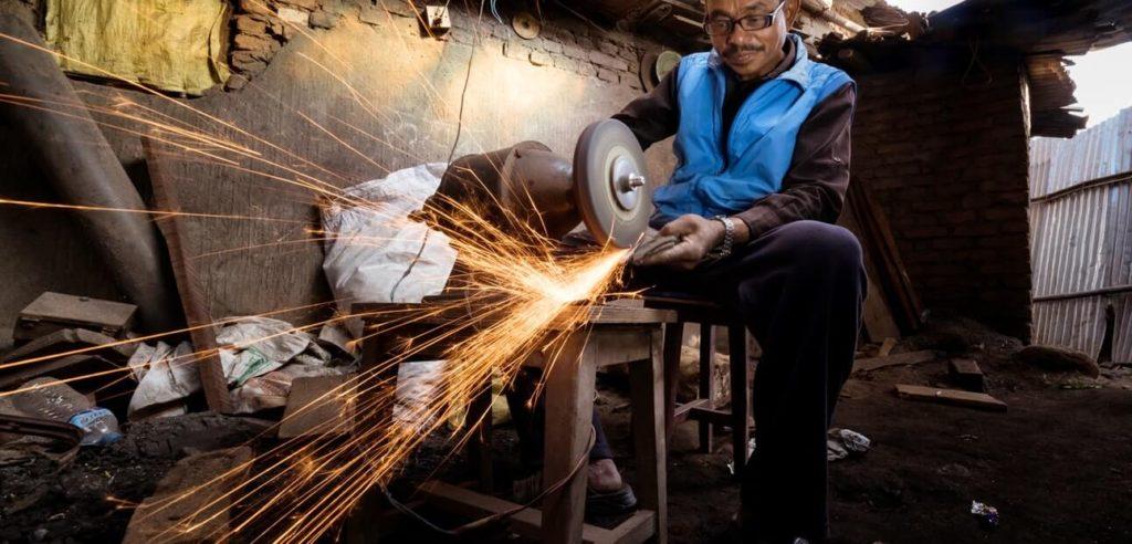 סדנת הכנסת סכינים נפאליות מסורתיות (Khukhuri)