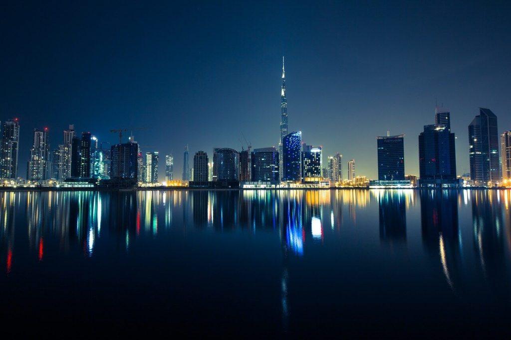 קו הרקיע של דובאי, כולל המגדל הגבוה בעולם - בורג' ח'ליפה. בקרוב נוכל לעבור שם בדרך למזרח.