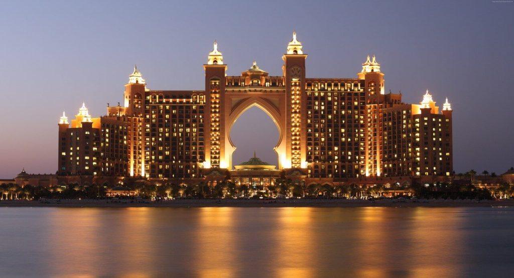 מלון פאלם ג'ומיירה על איי הדקלים המלאכותיים בדובאי. פינוק קטן בדרך חזרה מהמזרח?